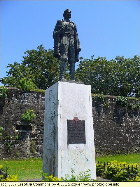 Cebu - Statue of Antonio Pigafetta
